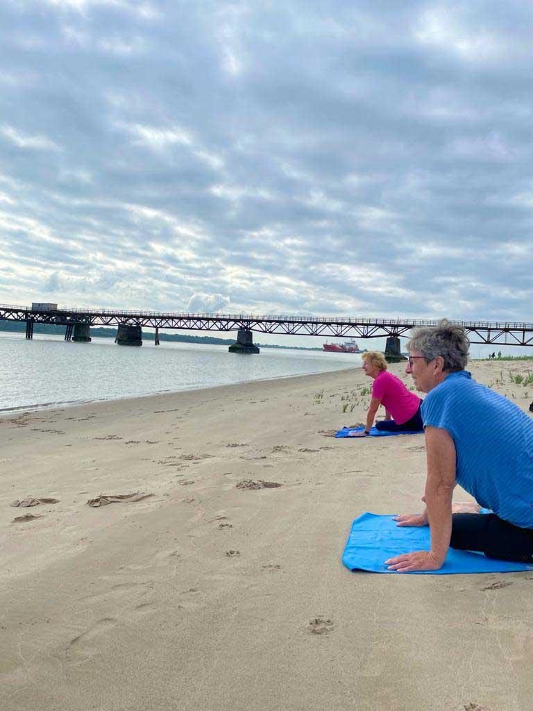 Deichfit Yoga am Strand
